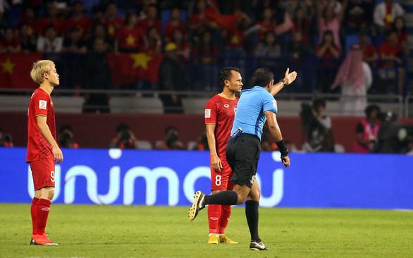 Trung vệ đội tuyển Việt Nam Bùi Tiến Dũng: Khó qua mắt trọng tài khi có VAR - Ảnh 1.