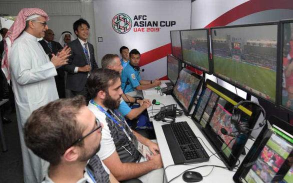 Đối mặt công nghệ VAR: Các cầu thủ U23 Việt Nam phải cẩn trọng - Ảnh 1.