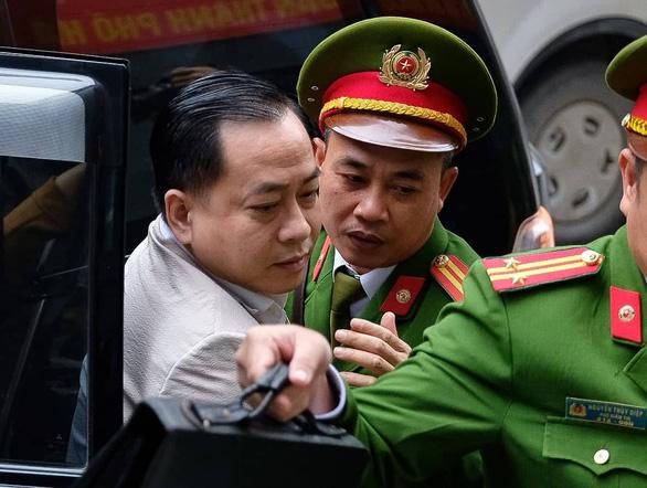 Xét xử 2 cựu chủ tịch Đà Nẵng và Vũ 'nhôm' vì làm 'bốc hơi' hơn 22.000 tỉ đồng - Ảnh 5.