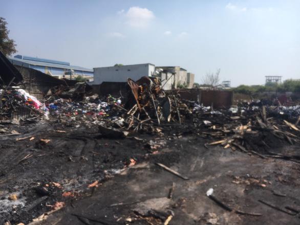 Điều tra vụ cháy bãi tập kết có rác thải nguy hại ngày giáp tết - Ảnh 1.