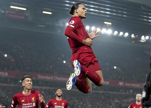 Van Dijk và Salah nổ súng, Liverpool thắng thuyết phục M.U tại Anfield - Ảnh 1.