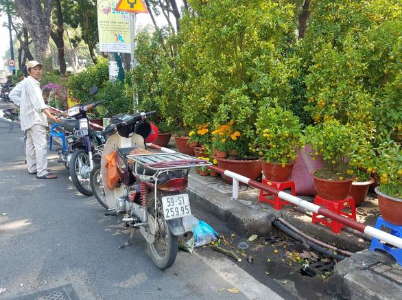 Sợ ngậm hàng, nhiều nhà vườn bắt đầu giảm giá hoa - Ảnh 5.