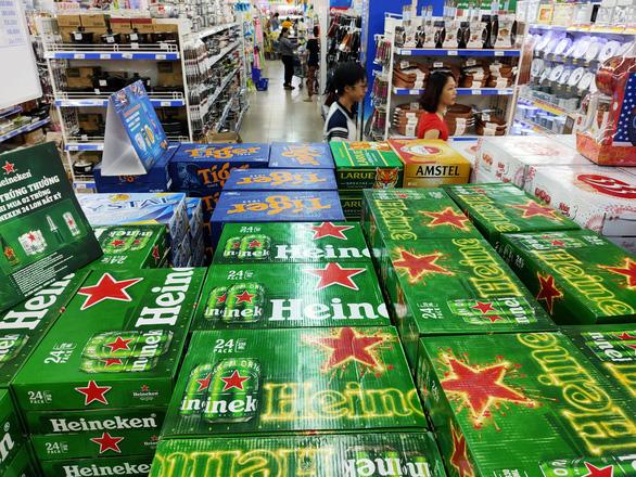 Giá bia tuột dốc, chỉ cao hơn tết năm ngoái từ 5.000-7.000 đồng/thùng - Ảnh 1.