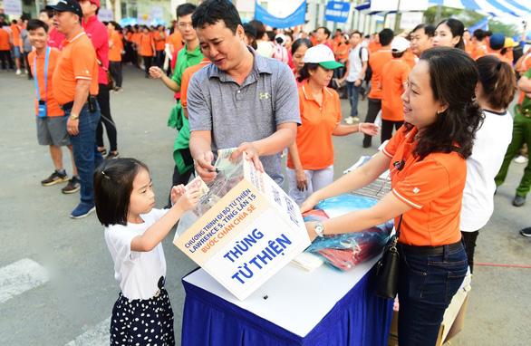 Gần 15.000 người tham gia đi bộ ủng hộ người nghèo - Ảnh 2.