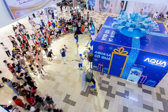 Khoảnh khắc vượt trội mùa lễ hội cùng các gia đình trẻ với hộp quà Aqua - Ảnh 1.