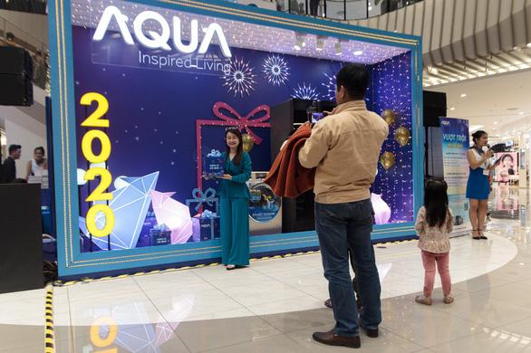 Khoảnh khắc vượt trội mùa lễ hội cùng các gia đình trẻ với hộp quà Aqua - Ảnh 2.