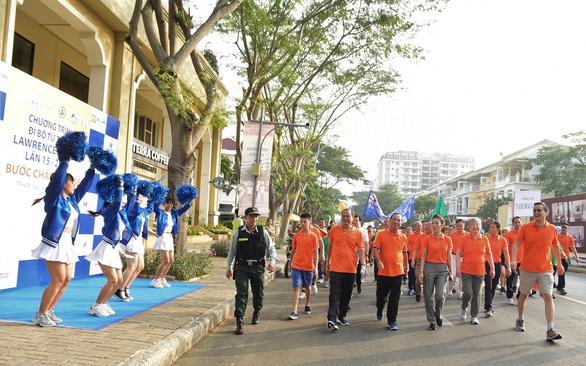 Gần 15.000 người tham gia đi bộ ủng hộ người nghèo - Ảnh 7.