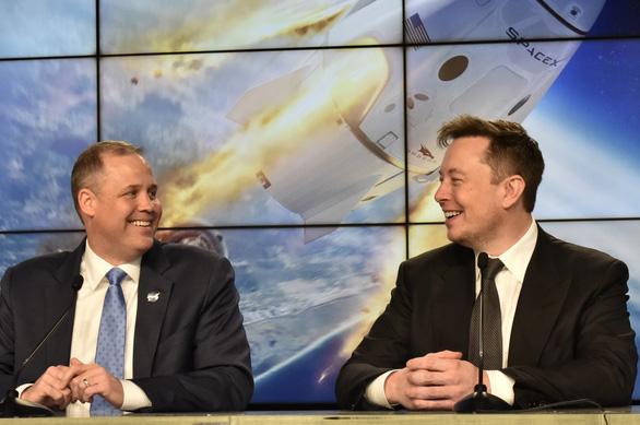 Tỉ phú Elon Musk chịu chơi cho nổ tên lửa 50 triệu đô để thử nghiệm - Ảnh 2.