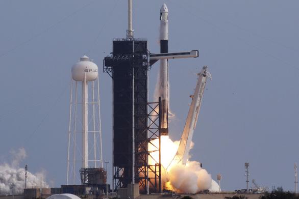 Tỉ phú Elon Musk chịu chơi cho nổ tên lửa 50 triệu đô để thử nghiệm - Ảnh 1.