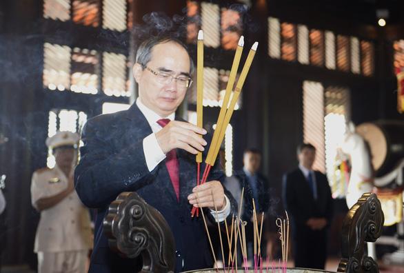 Lãnh đạo, người dân TP.HCM dự Hội xuân phương Nam, tưởng niệm các vua Hùng - Ảnh 5.