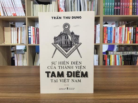 Sách về Hội Tam Điểm bị nhắc tạm ngừng phát hành để sửa chữa - Ảnh 1.
