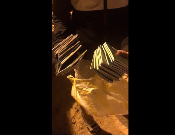 Bới tung xe rác tìm 29 cuốn hộ chiếu cho đoàn khách đi Hàn Quốc - Ảnh 3.