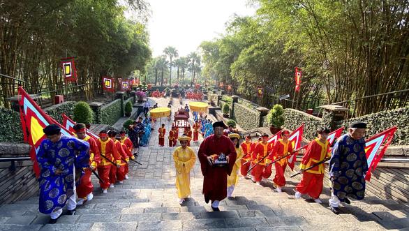 Lãnh đạo, người dân TP.HCM dự Hội xuân phương Nam, tưởng niệm các vua Hùng - Ảnh 7.