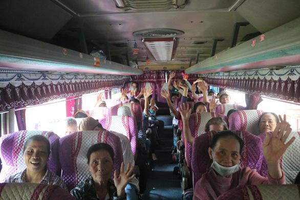 Rơi nước mắt với hơn 300 bệnh nhân ung thư về quê trên chuyến xe miễn phí - Ảnh 5.