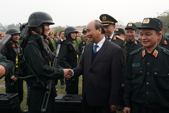 Thăm Bộ tư lệnh Cảnh sát cơ động, Thủ tướng chia sẻ về sự việc Đồng Tâm - Ảnh 2.