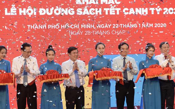 TP.HCM khai mạc lễ hội đường sách Tết Canh Tý 2020 - Ảnh 1.
