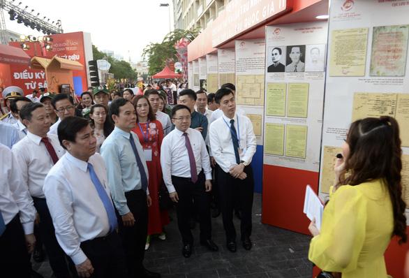 TP.HCM khai mạc lễ hội đường sách Tết Canh Tý 2020 - Ảnh 3.