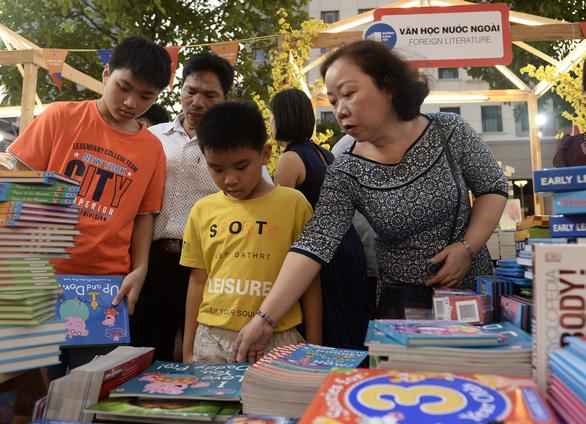 TP.HCM khai mạc lễ hội đường sách Tết Canh Tý 2020 - Ảnh 4.
