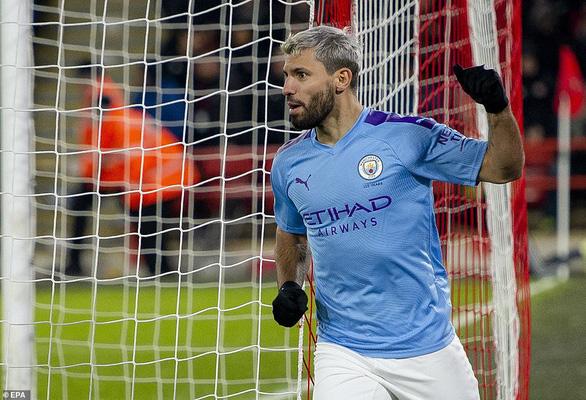 Aguero tỏa sáng, M.C thu hẹp khoảng cách với Liverpool - Ảnh 1.