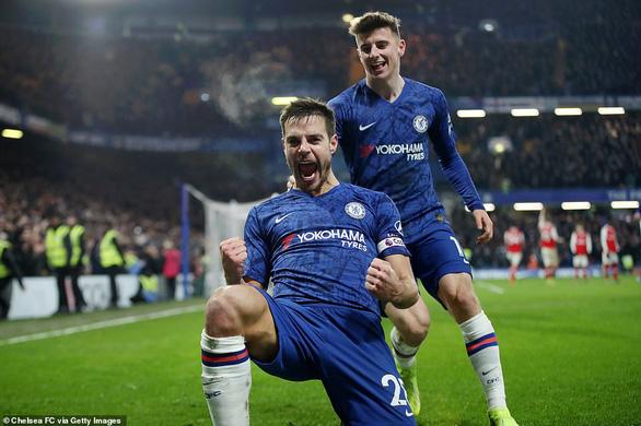 Chelsea bị 10 người Arsenal cầm chân sau hai lần dẫn trước - Ảnh 3.