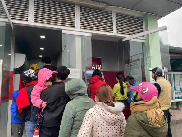 Các ngân hàng không được để cây ATM hết tiền - Ảnh 1.