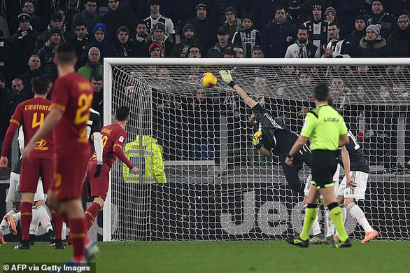 Ronaldo đột phá ghi bàn, Juventus hạ Roma để vào bán kết Cúp quốc gia Ý - Ảnh 3.