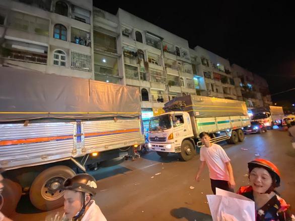 Bẻ lái phút chót, chợ hoa lớn nhất Sài Gòn thoát thất thủ - Ảnh 2.