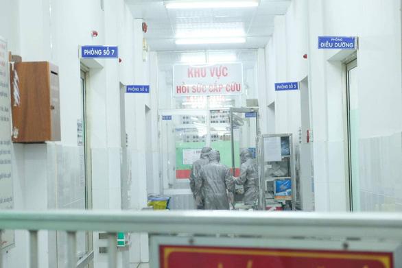 2 ca nhiễm virút corona đầu tiên ở Việt Nam tại Bệnh viện Chợ Rẫy là người Trung Quốc - Ảnh 1.