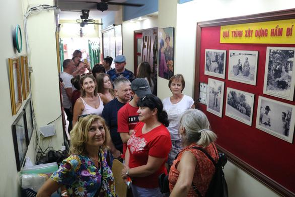 Chiều 29 tết, cùng khách Tây khám phá tour Biệt động Sài Gòn - Ảnh 2.