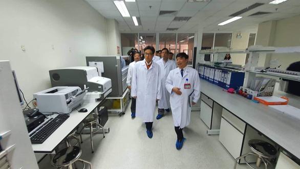 Nữ sinh từ Vũ Hán về nhập viện ở Hà Nội nghi bị viêm phổi cấp - Ảnh 2.