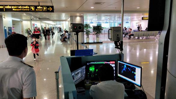 Sân bay Tân Sơn Nhất kiểm soát chặt hành khách từ Vũ Hán - Ảnh 3.