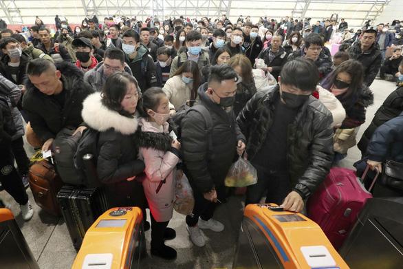 Sợ virút corona, người Trung Quốc hủy vé tàu về quê ăn tết - Ảnh 1.