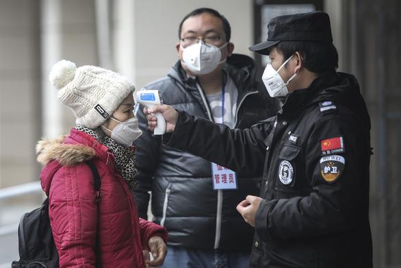 Những điểm đáng chú ý từ 17 trường hợp đầu tiên chết vì viêm phổi cấp - Ảnh 1.