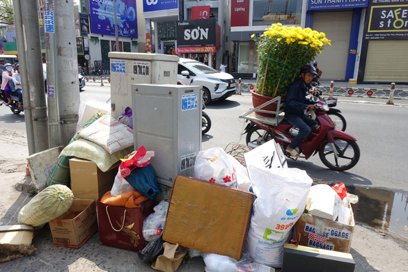 Rác tết Sài Gòn tăng gấp ba bốn lần - Ảnh 5.
