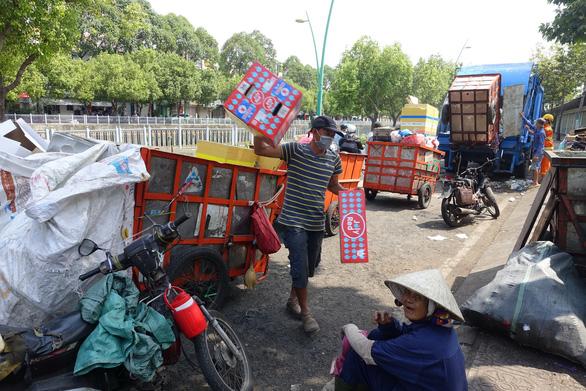 Rác tết Sài Gòn tăng gấp ba bốn lần - Ảnh 7.