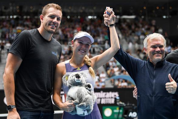 Hoa khôi quần vợt Wozniacki giải nghệ trong nước mắt - Ảnh 1.