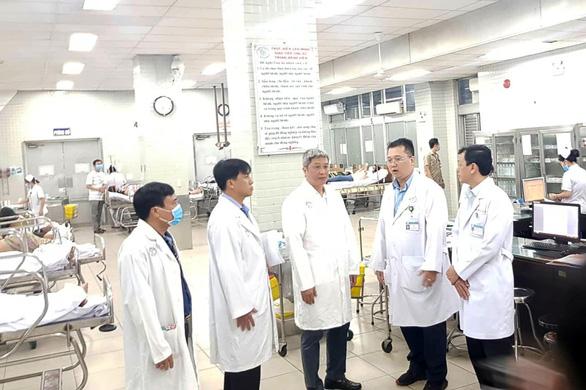 Thứ trưởng Bộ Y tế kiểm tra khu vực phòng chống lây nhiễm ở Bệnh viện Chợ Rẫy - Ảnh 3.