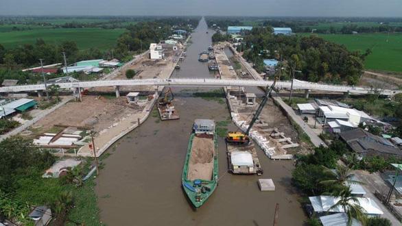 Cho phép vận hành tạm công trình phòng, chống hạn mặn để cứu hơn 100.000 hecta lúa - Ảnh 1.