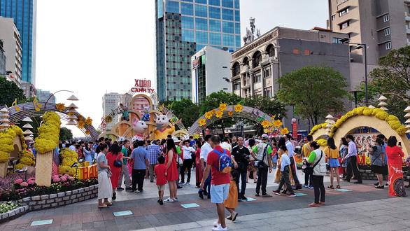 Đường hoa Nguyễn Huệ mở cửa 2 ngày, 9 trẻ nhỏ bị lạc - Ảnh 1.
