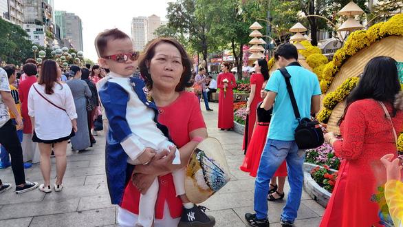 Đường hoa Nguyễn Huệ mở cửa 2 ngày, 9 trẻ nhỏ bị lạc - Ảnh 3.