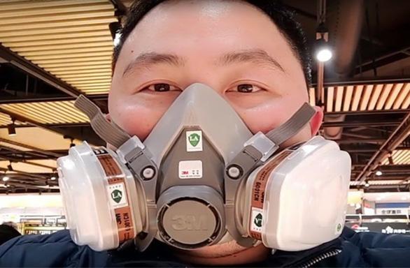 Mang khẩu trang có thể tránh được virus viêm phổi hay không? - Ảnh 2.