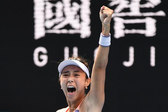 Thua sốc tay vợt Trung Quốc, Serena Williams dừng bước ở vòng 3 Úc mở rộng - Ảnh 2.
