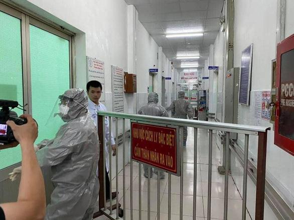 Trước nguy cơ viêm phổi cấp: 'Không phải ai ho, ai sốt cũng cần vào viện' - Ảnh 4.