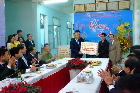 Thủ tướng xông đất chúc tết nhân dân Đà Nẵng - Ảnh 2.
