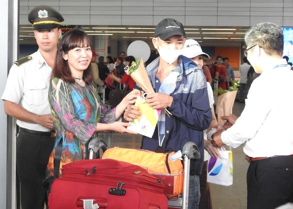 Đà Nẵng đón 120 khách du lịch đầu tiên năm mới Canh Tý 2020 - Ảnh 2.