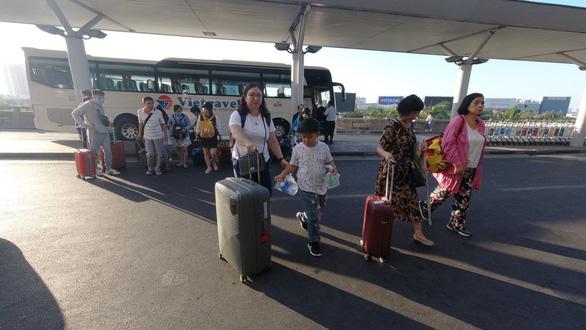 Kéo vali đi chơi từ mùng 1 tết, tour Trung Quốc bị hủy vì virus corona - Ảnh 1.