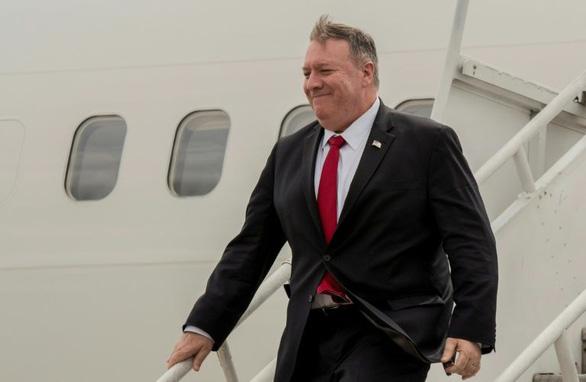 Ngoại trưởng Mỹ Pompeo chửi thề khi bị hỏi liên tục về Ukraine? - Ảnh 1.