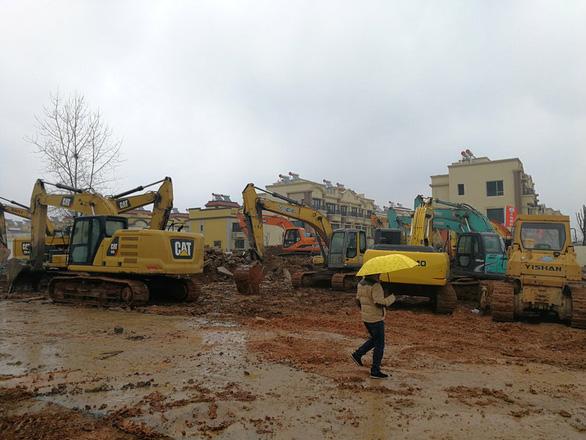 Trung Quốc xây dựng bệnh viện dã chiến đặc biệt tại Vũ Hán - Ảnh 1.