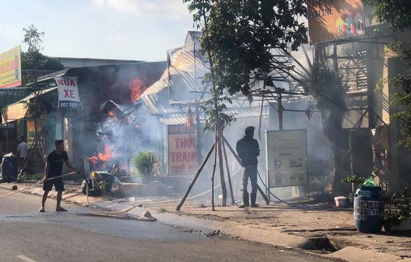 Mùng 2 tết, cả khu phố nháo nhào vì hỏa hoạn - Ảnh 2.