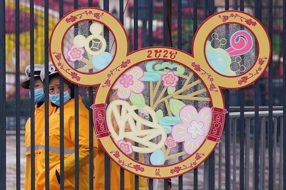 Công viên Disneyland, thủy cung Hong Kong, Thượng Hải đóng cửa vì virus corona - Ảnh 1.